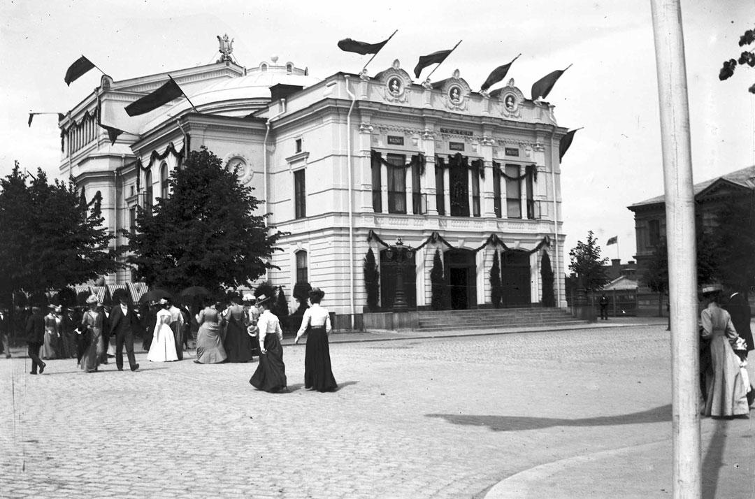 Bild av festligheter 1901, Gävle Teaters exteriör
