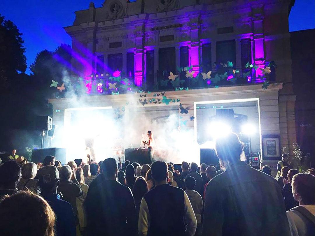 Bild från Balkongfesten på kvällen