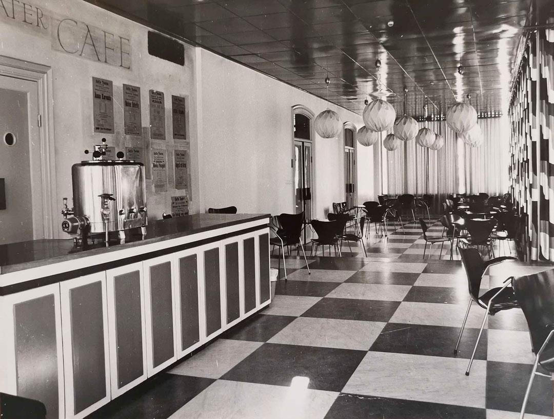 Bild av teatercafeet innan det blev kontor